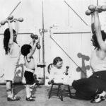 Тренировка с ребенком: 9 способов использовать вес сына или дочери