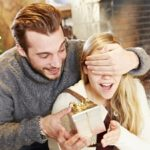 Что подарить девушке  на Новый год?  Рейтинг подарков 2017