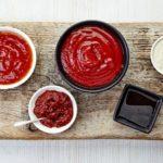 Открываем шашлычный  сезон: 5 рецептов  соусов к мясу