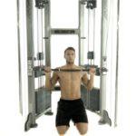 Упражнение дня от Mhealth.ru: тяга верхнего блока к груди
