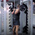 8 лучших упражнений для тренажера Смита: не забывай старика!